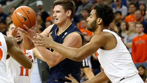 <p>               Notre Dame forward Nate Laszewski, left, tries to grab a rebound in front of Virginia guard Braxton Key, right, during the first half of an NCAA college basketball game in Charlottesville, Va., Saturday, Feb. 16, 2019. (AP Photo/Steve Helber)             </p>
