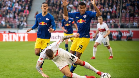 <p>               Stuttgart's Alexander Esswein, center left, and Leipzig's  Tyler Adams, center right, challenge for the ball during the German Bundesliga soccer match between VfB Stuttgart and RB Leipzig in Stuttgart, Saturday, Feb. 16, 2019. (Sebastian Gollnow/dpa via AP)             </p>