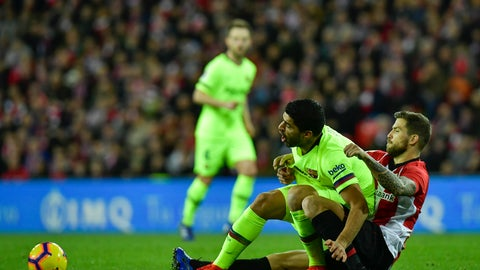 <p>               FC Barcelona's Luis Suarez, left, duel for the ball with Athletic Bilbao's Inigo Martinez, during the Spanish La Liga soccer match between Athletic Bilbao and FC Barcelona at San Mames stadium, in Bilbao, northern Spain, Sunday, Feb. 10, 2019. Fc Barcelona tied the match 0-0. (AP Photo/Alvaro Barrientos)             </p>