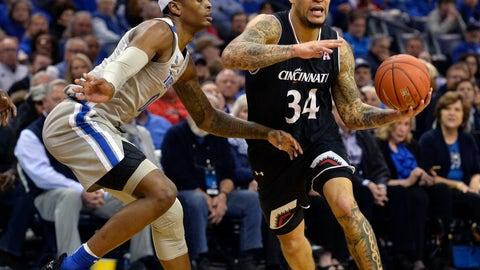 <p>               Cincinnati guard Jarron Cumberland (34) handles the ball against Memphis forward Kyvon Davenport (0) in the first half of an NCAA college basketball game Thursday, Feb. 7, 2019, in Memphis, Tenn. (AP Photo/Brandon Dill)             </p>