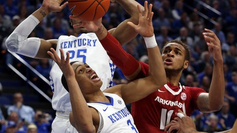 <p>               Kentucky's Keldon Johnson (3) and PJ Washington try to regain control of the ball near Arkansas' Daniel Gafford (10) during the first half of an NCAA college basketball game in Lexington, Ky., Tuesday, Feb. 26, 2019. (AP Photo/James Crisp)             </p>