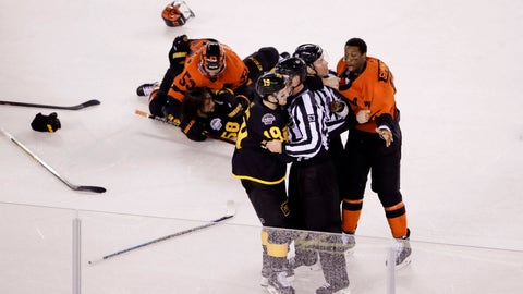 <p>               Officials separate Philadelphia Flyers' Wayne Simmonds, right, and Pittsburgh Penguins' Jared McCann (19) during the first period of an NHL Stadium Series hockey game at Lincoln Financial Field, Saturday, Feb. 23, 2019, in Philadelphia. (AP Photo/Matt Rourke)             </p>