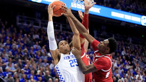 LEXINGTON, KENTUCKY - FEBRUARY 26:  PJ Washington #25 of the Kentucky Wildcats shoots the ball against the Arkansas Razorbacks at Rupp Arena on February 26, 2019 in Lexington, Kentucky. (Photo by Andy Lyons/Getty Images)