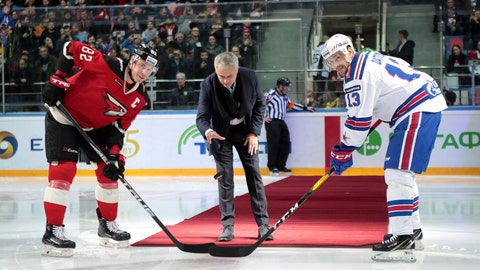 <p>               Former Manchester United coach Jose Mourinho, center, makes the first puck drop at Monday's Kontinental Hockey League game between Avangard Omsk and SKA St. Petersburg in Moscow, Russia, Monday, Feb. 4, 2019. Former Manchester United coach has ceremonially opened an ice hockey game in Russia _ and promptly fallen on the ice. (AP Photo/Dmitry Golubovich)             </p>