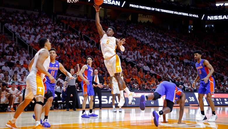 No. 1 Tennessee beats Florida, extends win streak to 18