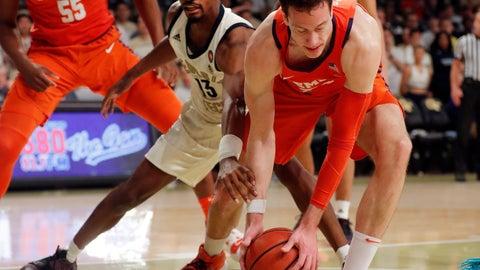 <p>               Clemson forward David Skara (24) and Georgia Tech guard Curtis Haywood II (13) battle for the ball during the first half of an NCAA college basketball Wednesday, Feb. 6, 2019, in Atlanta. (AP Photo/John Bazemore)             </p>