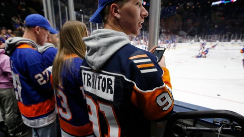 <p>               A New York Islanders fan lets everyone know his opinion of former Islanders captain John Tavares, now with the Toronto Maple Leafs, before an NHL hockey game between the teams Thursday, Feb. 28, 2019, in Uniondale, N.Y. (AP Photo/Kathy Willens)             </p>