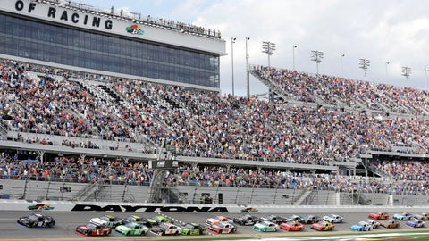 <p>               RETRANSMISSION TO CORRECT NAME - Jeffery Earnhardt (18) and Michael Annett (1) lead the field to start the NASCAR Xfinity series auto race at Daytona International Speedway, Saturday, Feb. 16, 2019, in Daytona Beach, Fla. (AP Photo/Terry Renna)             </p>