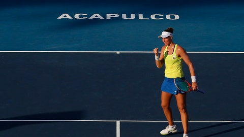 <p>               Brazil's Beatriz Haddad Maia pumps her fist to celebrate as she defeats Sloane Stephens of the U.S. at a Mexican Tennis Open round 2 match in Acapulco, Mexico, Wednesday, Feb. 27, 2019. (AP Photo/Rebecca Blackwell)             </p>