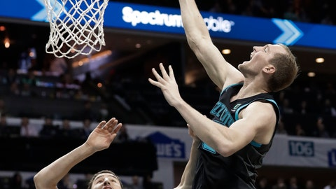 <p>               Charlotte Hornets' Cody Zeller, right, drives against Golden State Warriors' Klay Thompson (11) during the first half of an NBA basketball game in Charlotte, N.C., Monday, Feb. 25, 2019. (AP Photo/Chuck Burton)             </p>