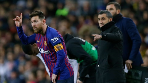 <p>               FC Barcelona's Lionel Messi, left, gestures next to his coach Ernesto Valverde during the Spanish La Liga soccer match between FC Barcelona and Valencia at the Camp Nou stadium in Barcelona, Spain, Saturday, Feb. 2, 2019. (AP Photo/Manu Fernandez)             </p>