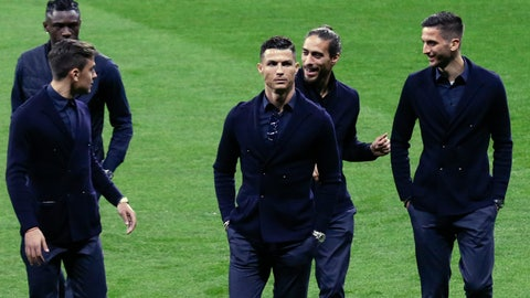 <p>               Juventus players Moise Kean, left, Paulo Dybala, second left, Cristiano Ronaldo, center, Martin Caceres and Rodrigo Bentancur, right, walk onto the pitch after their arrival at Wanda Metropolitano stadium in Madrid, Spain, Tuesday, Feb. 19, 2019. Juventus will play against Atletico Madrid in a first leg, round of sixteen, Champions League soccer match. (AP Photo/Andrea Comas)             </p>