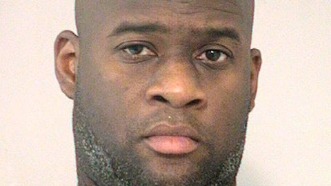 <p>               This photo provided by the Fort Bend County Sheriff's Office shows former NFL quarterback Vince Young who was arrested by a Fort Bend County Sheriff's Office deputy on a charge of DWI early Monday, Feb. 4, in the Missouri City, Texas area. He bailed out on a $500 bond. (Fort Bend County Sheriff's Office via AP)             </p>