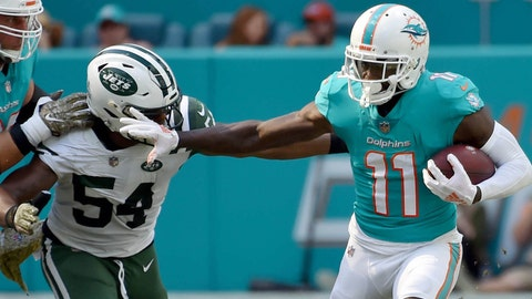 Wide receiver Devante Parker stays with Miami Dolphins