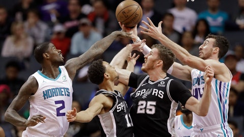 <p>               Charlotte Hornets' Marvin Williams (2) and Frank Kaminsky (44) battle San Antonio Spurs' Jakob Poeltl (25) and Bryn Forbes (11) for a rebound during the first half of an NBA basketball game in Charlotte, N.C., Tuesday, March 26, 2019. (AP Photo/Chuck Burton)             </p>