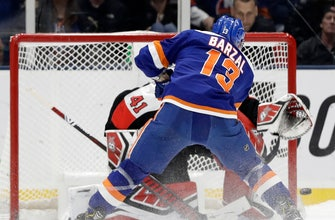 Islanders beat Senators in shootout for Trotz's 800th win