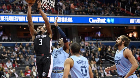 <p>               Washington Wizards guard Bradley Beal (3) goes to the basket against Memphis Grizzlies guard Delon Wright (2), guard Avery Bradley (0) and center Joakim Noah (55) during the first half of an NBA basketball game, Saturday, March 16, 2019, in Washington. (AP Photo/Nick Wass)             </p>