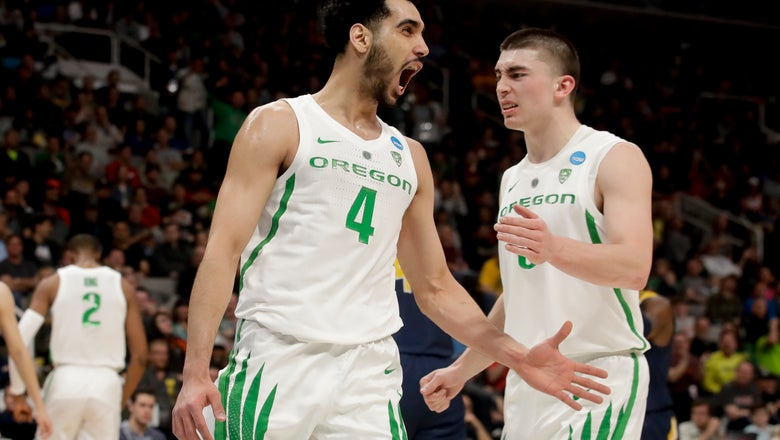 Oregon beats UC Irvine 73-54 to advance to Sweet 16