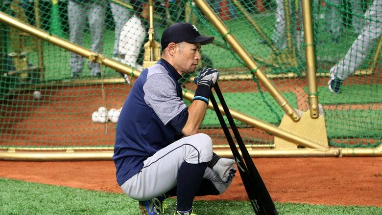 Ichiro cheered at Tokyo Dome, Mariners top A's 9-7 in opener