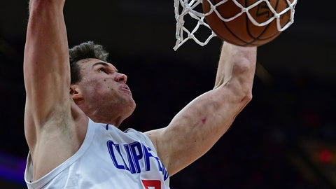 <p>               Los Angeles Clippers' Danilo Gallinari dunks in the second half of an NBA basketball game against the Cleveland Cavaliers, Friday, March 22, 2019, in Cleveland. (AP Photo/David Dermer)             </p>
