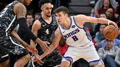 <p>               Sacramento Kings' Bogdan Bogdanovic, right, drives against San Antonio Spurs' LaMarcus Aldridge, left, and Derrick White, center, during the second half of an NBA basketball game, Sunday, March 31, 2019, in San Antonio. Sacramento won 113-106. (AP Photo/Darren Abate)             </p>