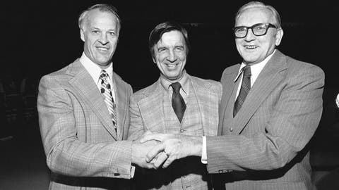 <p>               FILE - In this Nov. 24, 1976, file photo, Ted Lindsay, center, is flanked by Gordie Howe, left, and Sid Abel during a celebration of the Red Wings 50th birthday, in Detroit. Detroit Red Wings great and Hall of Famer Ted Lindsay died Monday, March 4, 2019, at his home in Michigan. He was 93. His death was confirmed Monday by son-in-law Lew LaPaugh, president of the Ted Lindsay Foundation, which raises money for autism research. (AP Photo/File)             </p>