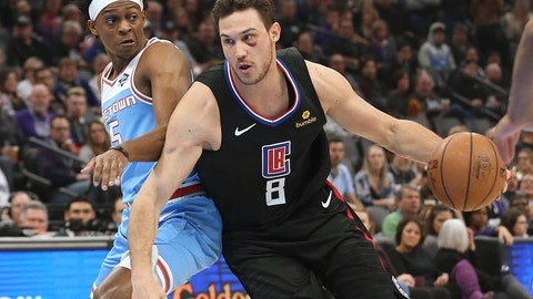 <p>               Los Angeles Clippers forward Danilo Gallinari, right, drives against Sacramento Kings guard De'Aaron Fox during the first quarter of an NBA basketball game in Sacramento, Calif., Friday, March 1, 2019. (AP Photo/Rich Pedroncelli)             </p>