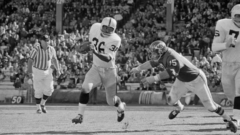 <p>               FILE - In this Oct. 31, 1965, file photo, Clem Daniels (36) of the Oakland Raiders races around the right side of his line as Jerry Mays, right, of the Kansas City Chiefs moves in for the tackle, in Kansas City, Mo. Former Oakland Raiders running back and AFL all-time leading rusher Clem Daniels has died at age 83. The team announced Daniels' death late Monday night, March 25, 2019, but did not give a cause. (AP Photo/William P. Straeter, File)             </p>