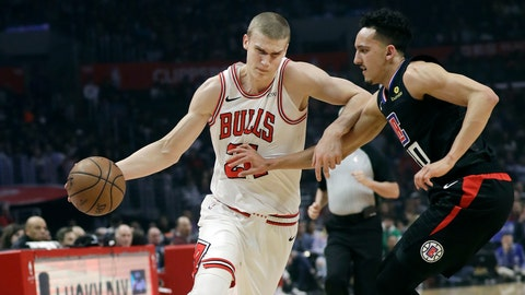 <p>               Chicago Bulls' Lauri Markkanen, left, is defended by Los Angels Clippers' Landry Shamet during the first half of an NBA basketball game Friday, March 15, 2019, in Los Angeles. (AP Photo/Marcio Jose Sanchez)             </p>