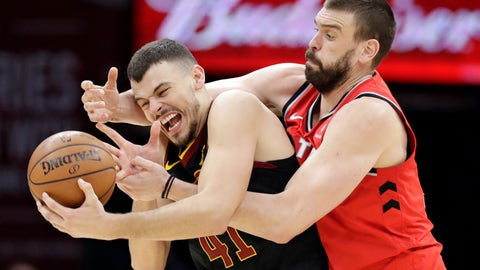 <p>               Toronto Raptors' Marc Gasol, right, from Spain, battles with Cleveland Cavaliers' Ante Zizic (41), from Croatia, for the ball in the second half of an NBA basketball game, Monday, March 11, 2019, in Cleveland. Gasol was called for a foul. The Cavaliers won 126-101. (AP Photo/Tony Dejak)             </p>