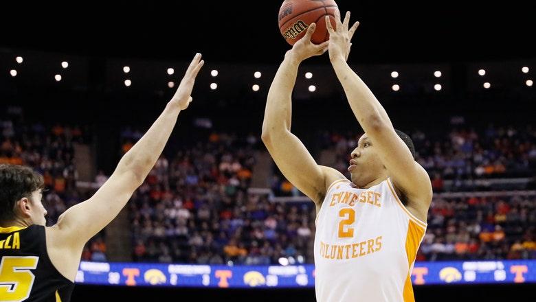Tennessee avoids big meltdown, beats Iowa to reach Sweet 16