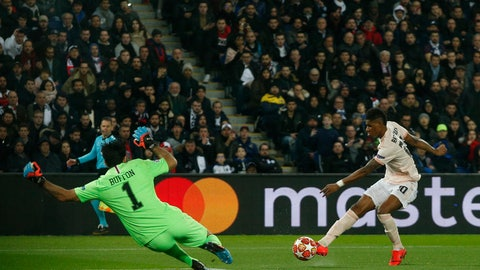 <p>               Manchester United's Marcus Rashford attempts a shot at goal PSG goalkeeper Gianluigi Buffon during the Champions League round of 16, 2nd leg, soccer match between Paris Saint Germain and Manchester United at the Parc des Princes stadium in Paris, France, Wednesday, March. 6, 2019. (AP Photo/Thibault Camus)             </p>