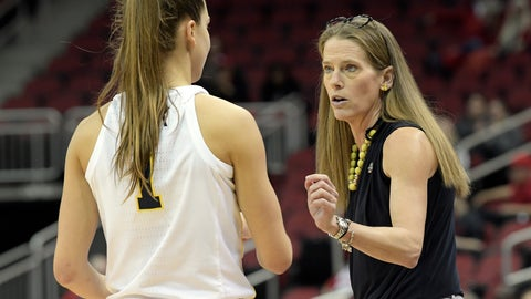 <p>               Michigan head coach Kim Barnes Arico talks with guard Amy Dilk (1) during the second half of a first-round game against Kansas State in the NCAA women's college basketball tournament in Louisville, Ky., Friday, March 22, 2019. Michigan won 84-54. (AP Photo/Timothy D. Easley)             </p>