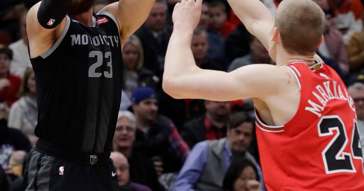 1131ba8fac9 Griffin helps Pistons knock off Bulls 112-104 | FOX Sports