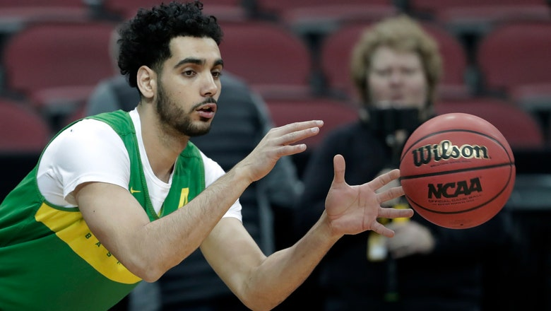 NCAA Latest: Powerhouse Sweet 16 includes most of top seeds