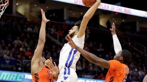 <p>               Buffalo's Jeremy Harris, center, drives to the basket against Bowling Green's Demajeo Wiggins, left, and Daeqwon Plowden during the first half of an NCAA college basketball championship game of the Mid-American Conference men's tournament, Saturday, March 16, 2019, in Cleveland. (AP Photo/Tony Dejak)             </p>