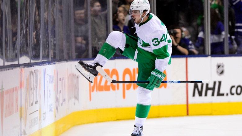 Matthews scores 2 in 3rd period, Maple Leafs beat Flyers 7-6