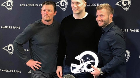 <p>               Los Angeles Rams linebacker Clay Matthews, center, stands with general manager Les Snead, left, and coach Sean McVay at the NLF football team's training complex in Thousand Oaks, Calif., Thursday, March 21, 2019. Matthews agreed to a two-year contract to return to his native Southern California with the Rams after playing for a decade with the Green Bay Packers. (AP Photo/Greg Beacham)             </p>