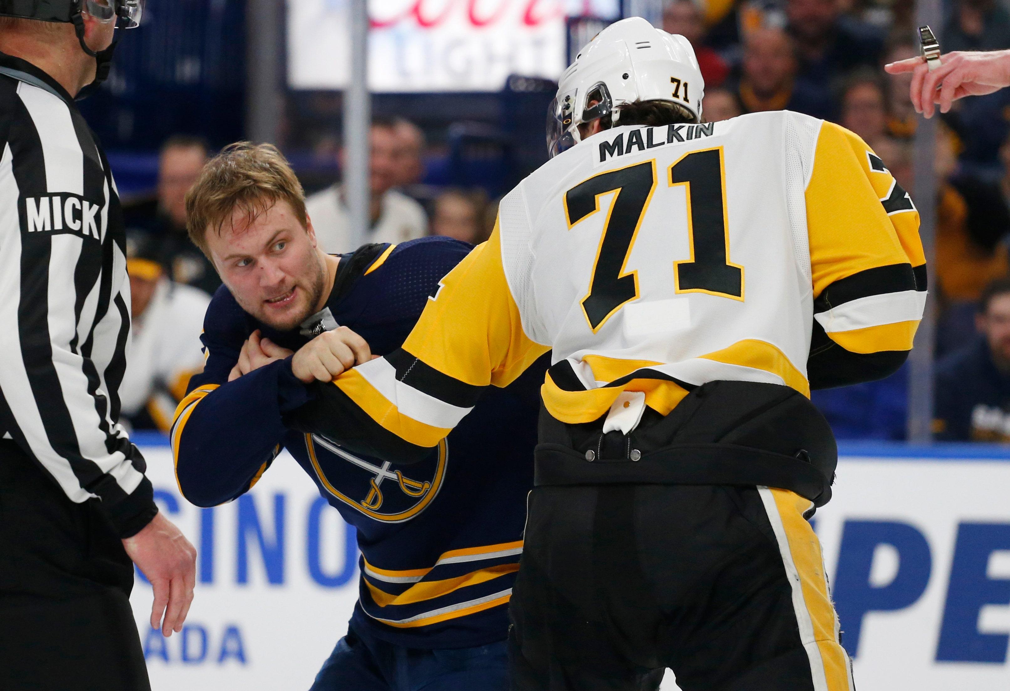 efd3d518 Kessel, Crosby help surging Penguins blank Sabres 5-0 | FOX Sports