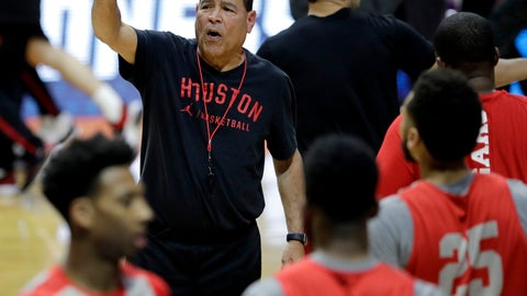 <p>               Houston head coach Kelvin Sampson talks to his team during practice for the NCAA men's college basketball tournament Thursday, March 21, 2019, in Tulsa, Okla. (AP Photo/Charlie Riedel)             </p>
