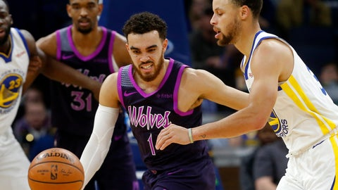<p>               Minnesota Timberwolves' Tyus Jones, left, and Golden State Warriors' Stephen Curry chase the loose ball in the first half of an NBA basketball game Tuesday, March 19, 2019, in Minneapolis. (AP Photo/Jim Mone)             </p>