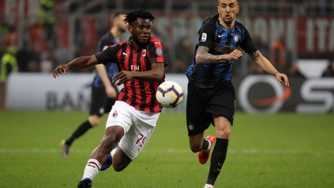 <p>               AC Milan's Franck Kessie, left, fights for the ball with Inter Milan's Matias Vecino during a Serie A soccer match between AC Milan and Inter Milan, at the San Siro stadium in Milan, Italy, Sunday, March 17, 2019. (AP Photo/Luca Bruno)             </p>