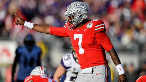 PASADENA, CALIFORNIA - JANUARY 01: Dwayne Haskins #7 of the Ohio State Buckeyes changes to play at the line of scrimmage during the Rose Bowl Game Presented by Northwestern Mutual between Washington and  Ohio State, on January 01, 2019 in Pasadena, California. The Ohio State Buckeyes top the Washington Huskies 28-23 at Rose Bowl. (Photo by Alika Jenner/Getty Images)