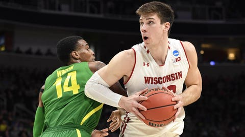 Badgers exit tournament with 18-pt loss to Oregon