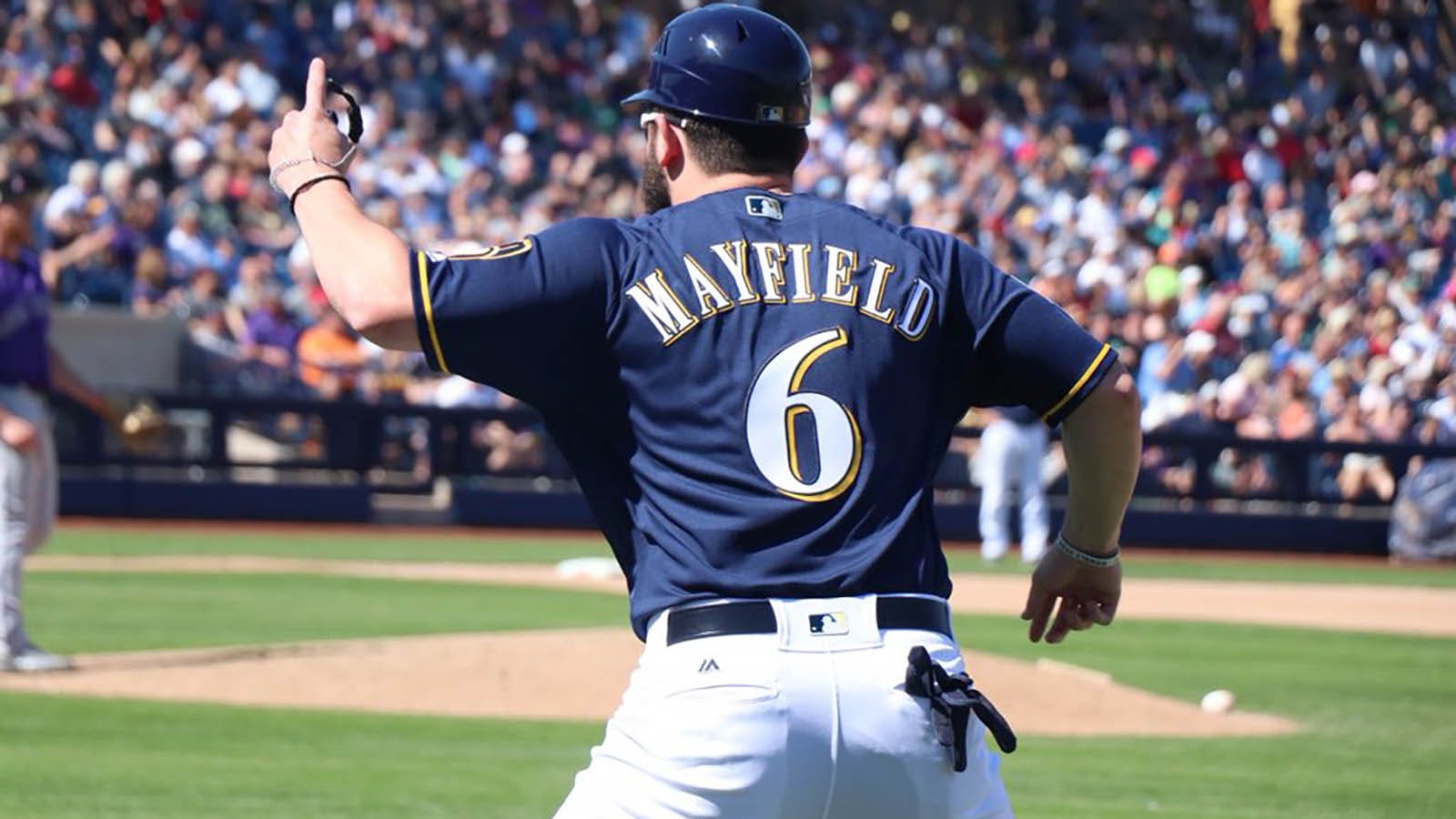 Who s on first  Browns QB Mayfield takes turn as Brewers 1B coach ... 889dc2cc3