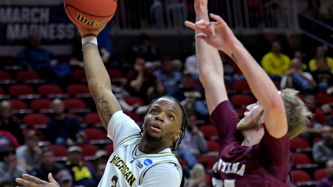 Matthews' double-double leads Michigan past Grizzlies, 74-53