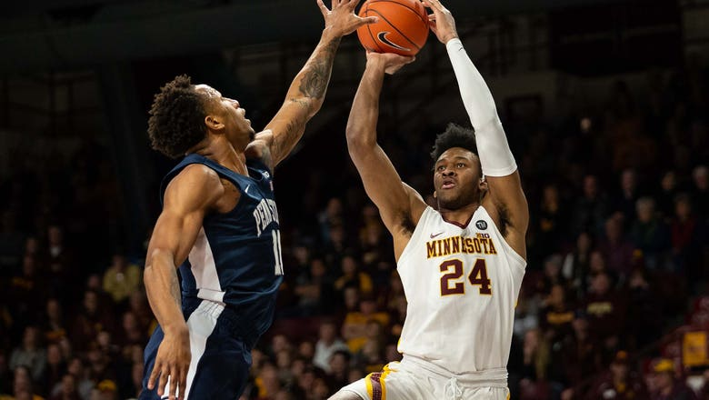 Gophers' Curry injured in practice, out for the season