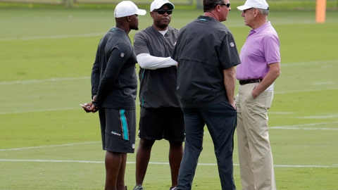 <p>               Miami Dolphins head coach Brian Flores, left, general manager Chris Grier, second from left, former quarterback Dan Marino, and owner Stephen Ross, right, talk on the field during voluntary minicamp at the Miami Dolphins NFL football training facility, Wednesday, April 17, 2019, in Davie, Fla. (AP Photo/Lynne Sladky)             </p>