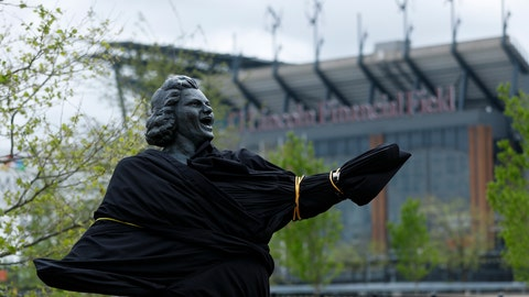 """<p>               A partially covered statue of singer Kate Smith is seen near the Wells Fargo Center, Friday, April 19, 2019, in Philadelphia. The Philadelphia Flyers covered the statue of singer Kate Smith outside their arena, following the New York Yankees in cutting ties and looking into allegations of racism against the 1930s star with a popular recording of """"God Bless America."""" Flyers officials said Friday they also plan to remove Smith's recording of """"God Bless America"""" from their library. They say several songs performed by Smith """"contain offensive lyrics that do not reflect our values as an organization."""" (AP Photo/Matt Slocum)             </p>"""