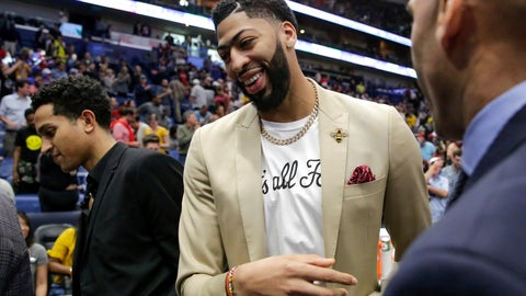 <p>               New Orleans Pelicans forward Anthony Davis, wearing a 'That's All Folks,' T-shirt under his jacket, exits the floor, possibly for the last time at a Pelican, after an NBA basketball game against the Golden State Warriors in New Orleans, Tuesday, April 9, 2019. The Warriors won 112-103. (AP Photo/Scott Threlkeld)             </p>
